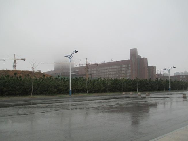 楼被雾掩盖住了