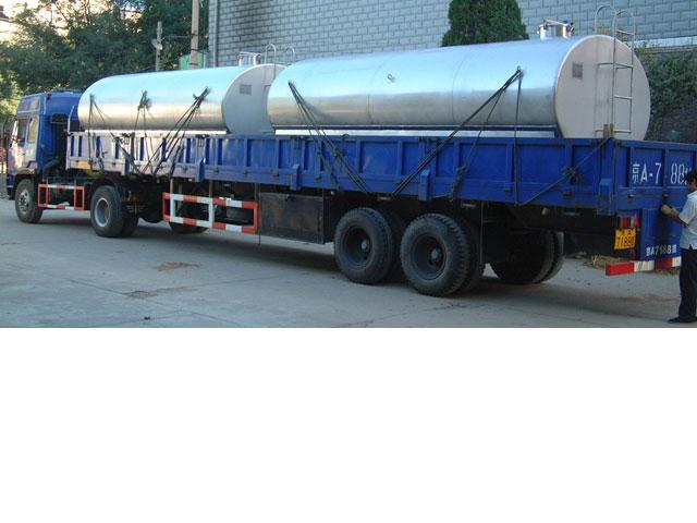 制造酱油运输罐出厂.jpg