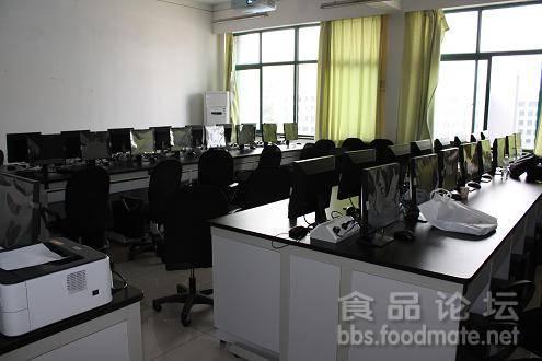 多媒体教室.JPG